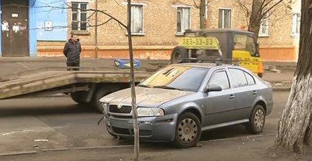 В Киеве блондинка на полицейском авто разбила четыре машины (видео)