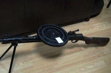 В Киеве торговец елками пытался продать пулемет