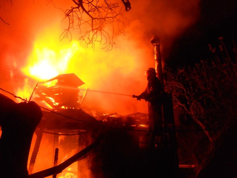 В Волновахе из-за пожара в частном доме погибли 3 человека, в том числе ребенок