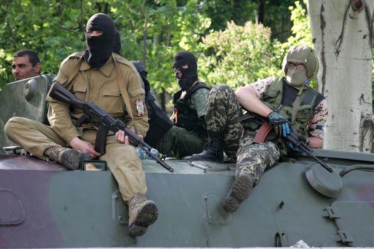 За день боевики более 15 раз обстреляли позиции сил АТО, – пресс-центр