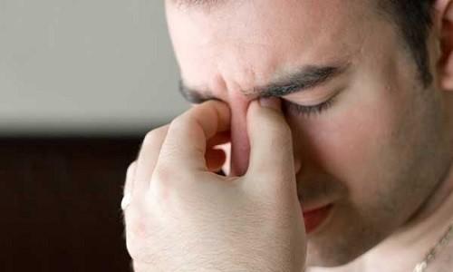 В Киеве на Печерске трех мужчин обризкалы химикатами: в пострадавших ожоги глаз