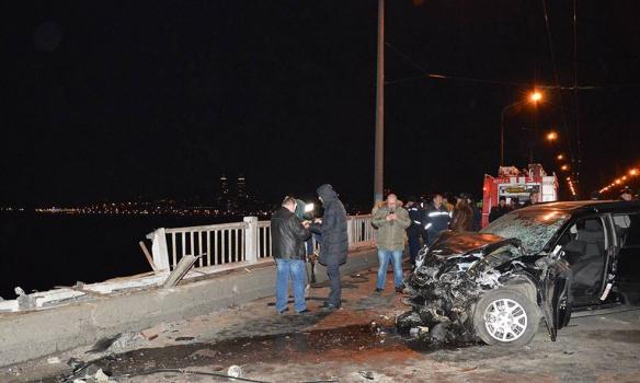 У Дніпропетровську іномарка впала з мосту в Дніпро, загинуло подружжя (ФОТО)