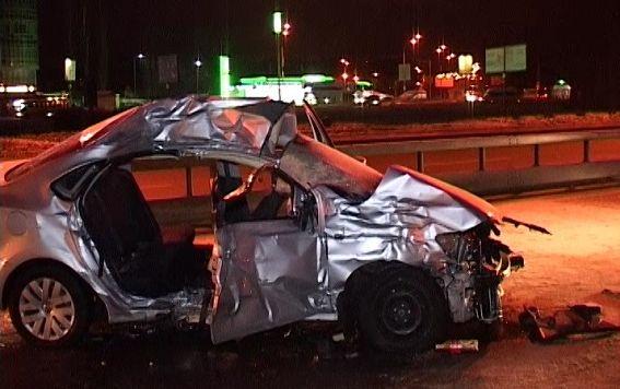 В Киеве легковушка врезалась в грузовик, погибли два человека (ФОТО)