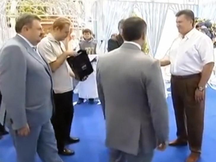 У Львові Садового запідозрили у дружбі з Януковичем (ФОТО)