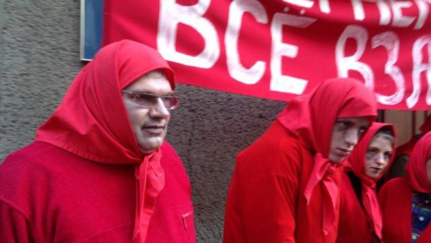 Активісти пікетують СБУ через російських артистів (Фото)