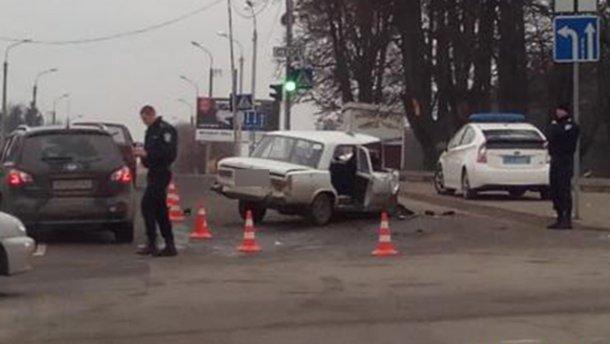 """Фатальна ДТП у Хмельницькому: легковик зіштовхнувся з """"швидкою"""""""