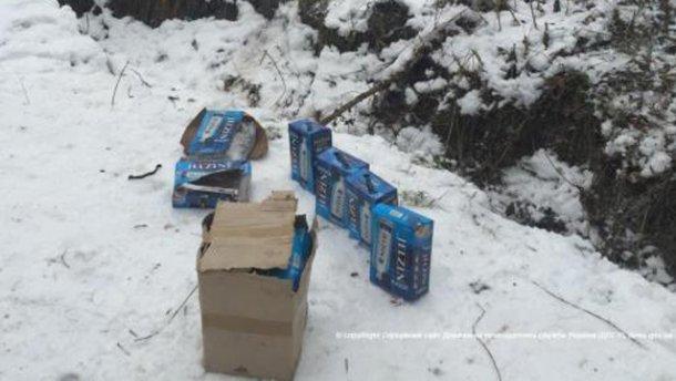 Поблизу кордону з Росією знайшли ящики з елітною горілкою