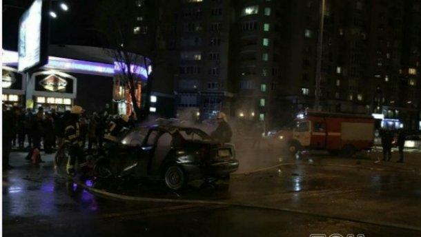 Смертельна аварія у Києві: автомобілі загорілися (Фото)