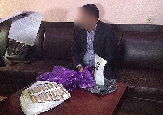В Одесі на хабарі в півмільйона затримали чиновників Міноборони (ФОТО)
