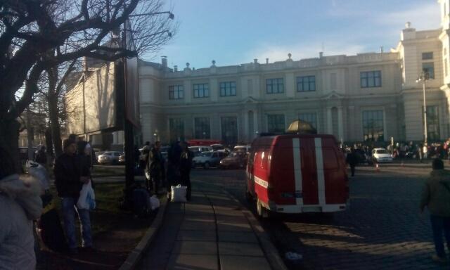 У Львові замінували залізничний вокзал (Фото, відео)