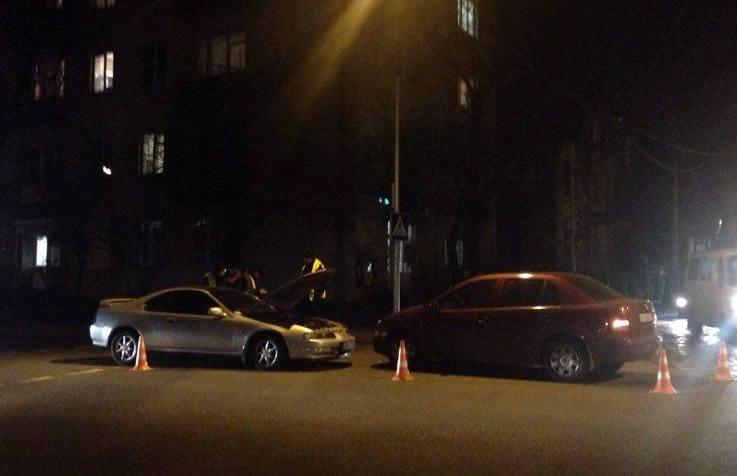 На перехресті Чупринки і Мельника «поцілувались» дві автівки