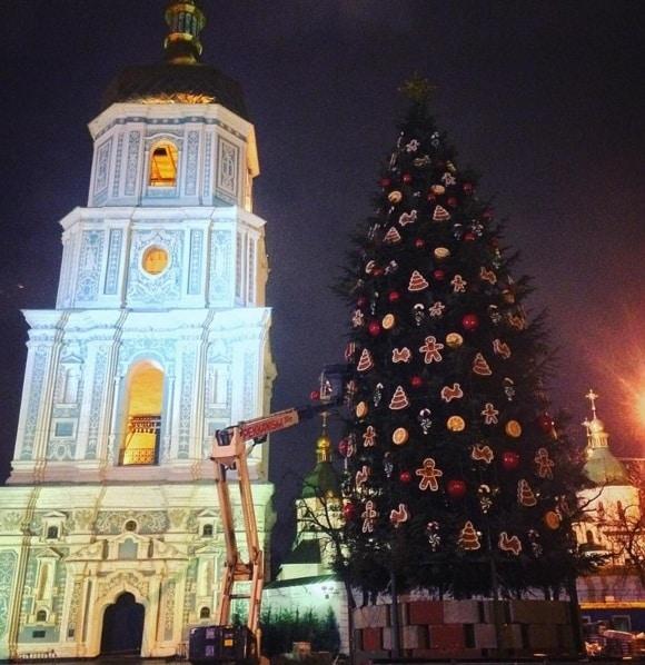 У Мережі з'явилося відео головної новорічної ялинки України з висоти пташиного польоту