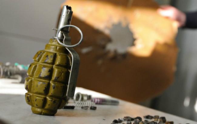 В Буче из-за взрыва гранаты на парковке супермаркета пострадали восемь человек (фото)