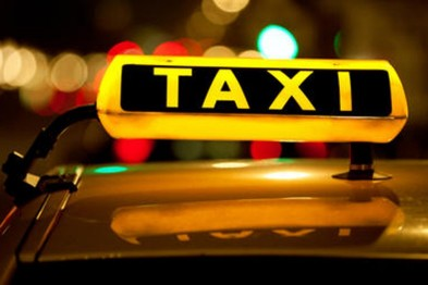 Патрульні затримали у Львові таксиста, який був посередником шахраїв