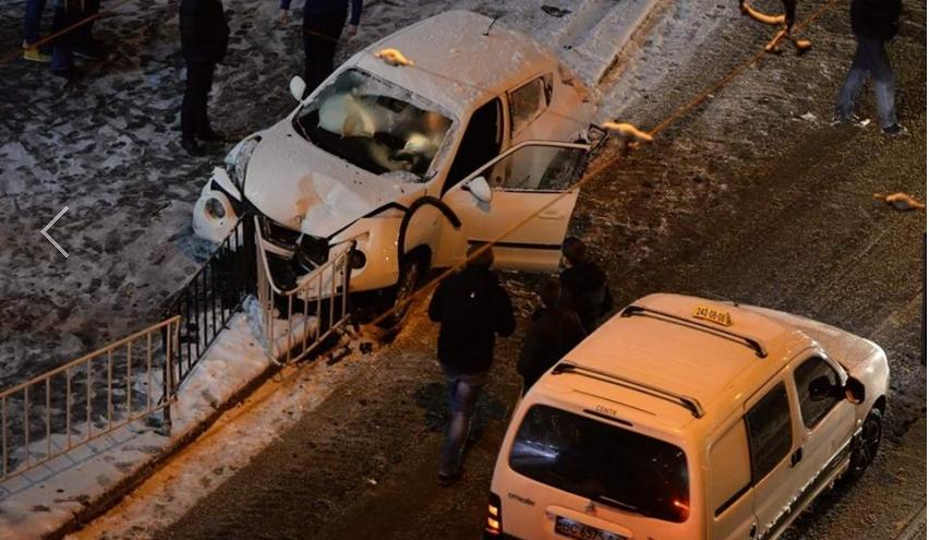 У Львові п'яна дівчина розтрощила свій Nissan і втекла в ресторан (ФОТО)