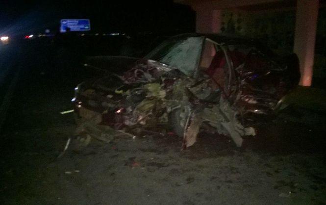 На трасі Київ-Чоп внаслідок аварії згорів автомобіль (ФОТО)