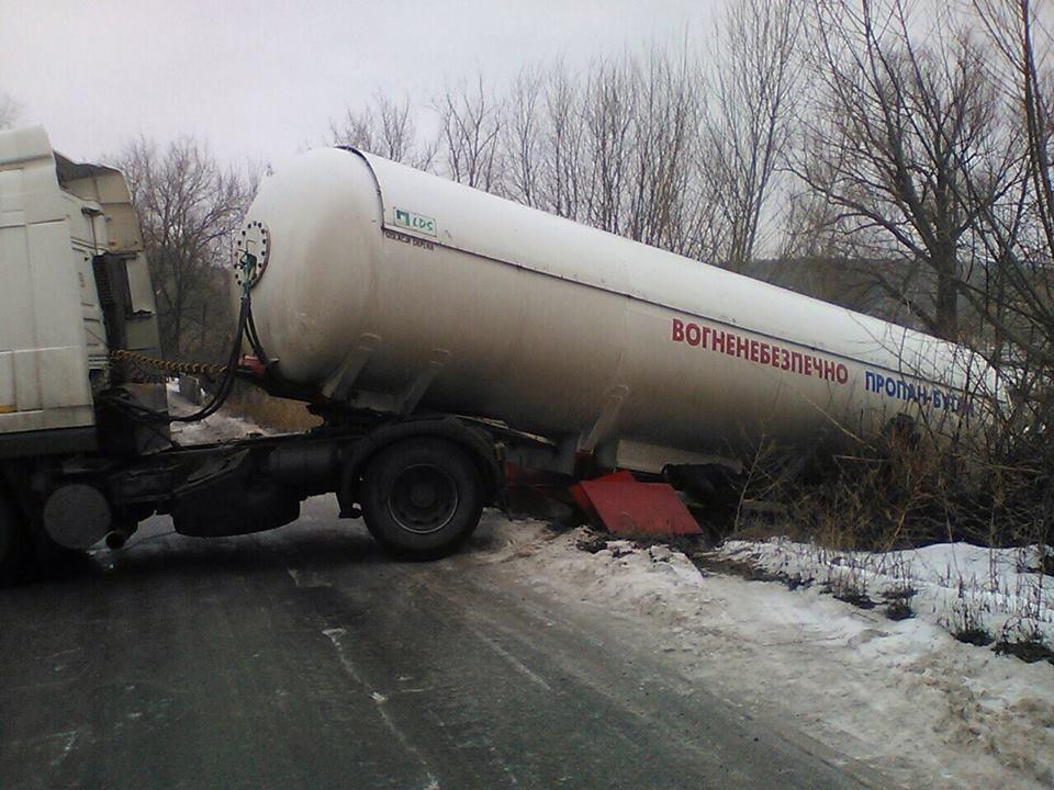 На Луганщине из-за ДТП с газовозом произошла утечка газа (ФОТО)