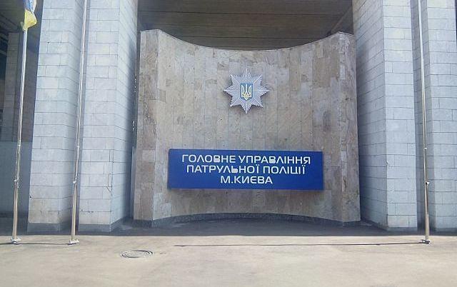 У Києві біля автомийки під час перевірки її роботи прогриміло два вибухи