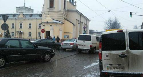 На Городоцькій аварія: трамваї не курсують