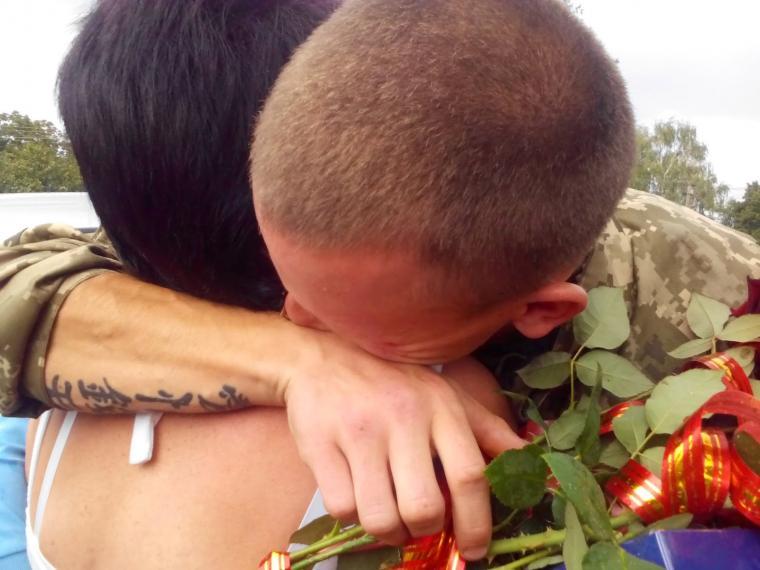 Львів'янка рік оплакувала сина-«атошника», а потім отримала повідомлення: «Мамо, я живий!»
