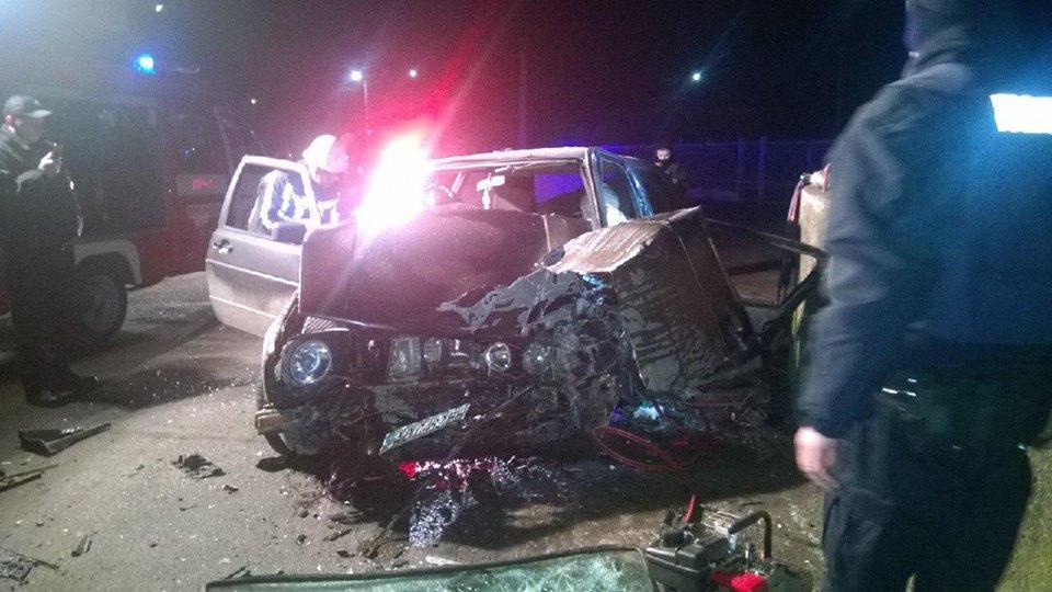 Екс-міліціонер напився і розбив машину об стіну (ФОТО)