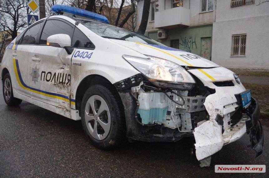 В центре Николаева патрульный автомобиль полиции протаранил «Жигули» (ФОТО)