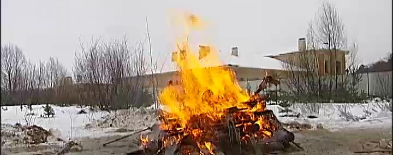 Под Киевом сожгли забор поместья регионала