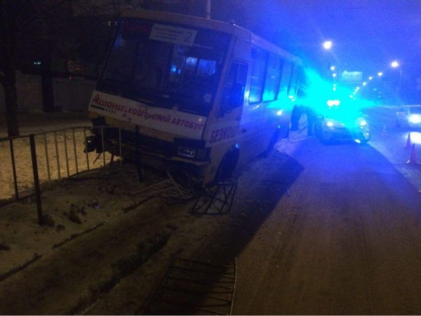 Через п'яного пішохода у ДТП потрапив автобус із пасажирами (ФОТО)