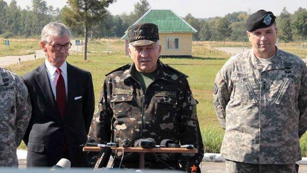 Порошенко звільнив скандального командувача Сухопутних військ
