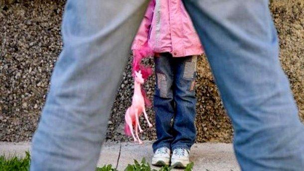 Педофіл накинувся на 13-річну дівчинку на Харківщині