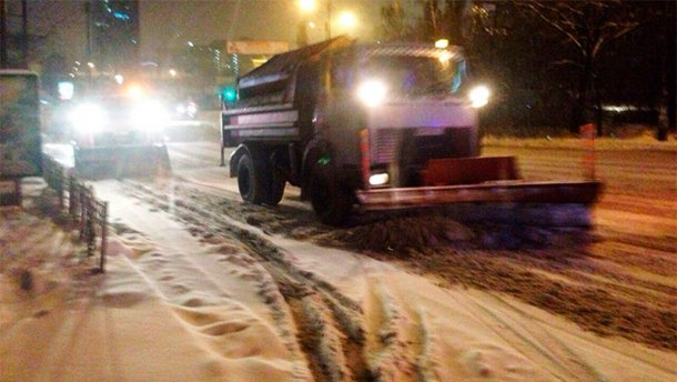 Сніговий колапс у Києві: водіїв просять не виїжджати на дороги
