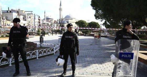 Взрыв в Стамбуле: власти подтвердили смерть 10 человек (18+)