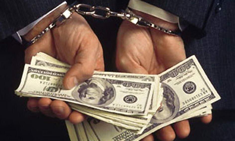 """У Тернополі депутата від """"Народного контролю"""" спіймали під час одержання $1 тис. хабара"""