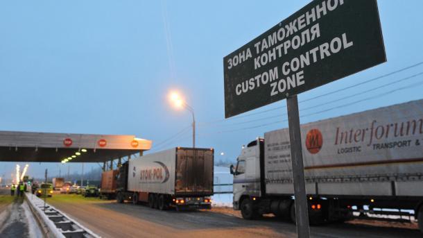 На українському кордоні застрягли вантажівки з російськими товарами для Молдови