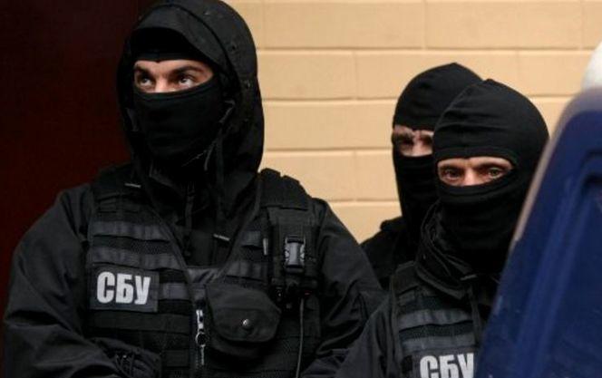 СБУ затримала прикордонника і митника, які переправляли вантажі терористам