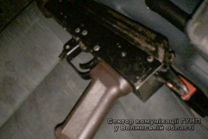 На Волині в автомобілі після ДТП знайшли зброю та набої (ФОТО)
