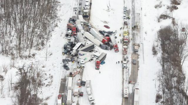 У фатальній ДТП в Пельсинванії зіткнулись понад 50 машин — є жертви