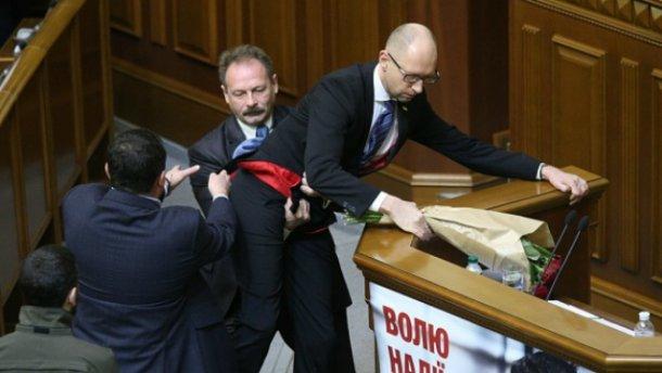 Скільки підписів уже зібрали, щоб відправити уряд у відставку