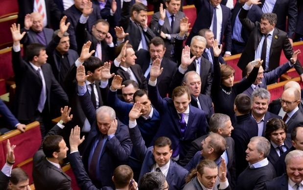 """ЗМІ: Екс-регіонал вніс поправку в один з """"безвізових законів"""", яка послаблює відповідальність за голосування 16 січня"""