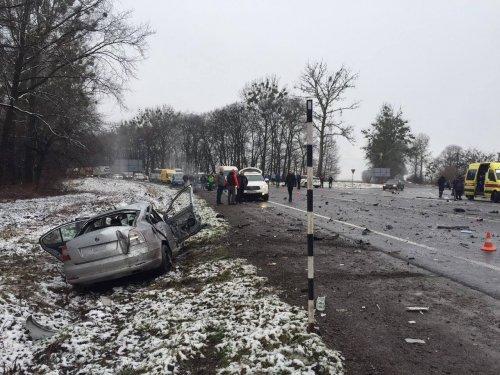 Оприлюднили відео з місця ДТП на Львівщині, внаслідок якої 2 людей загинуло та 10 постраждало