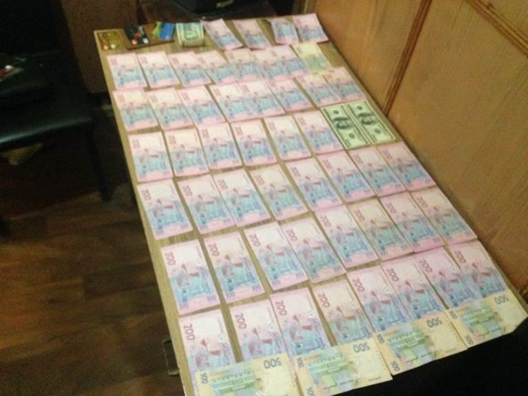У Слов'янську під час отримання хабара затримали чотирьох поліцейських