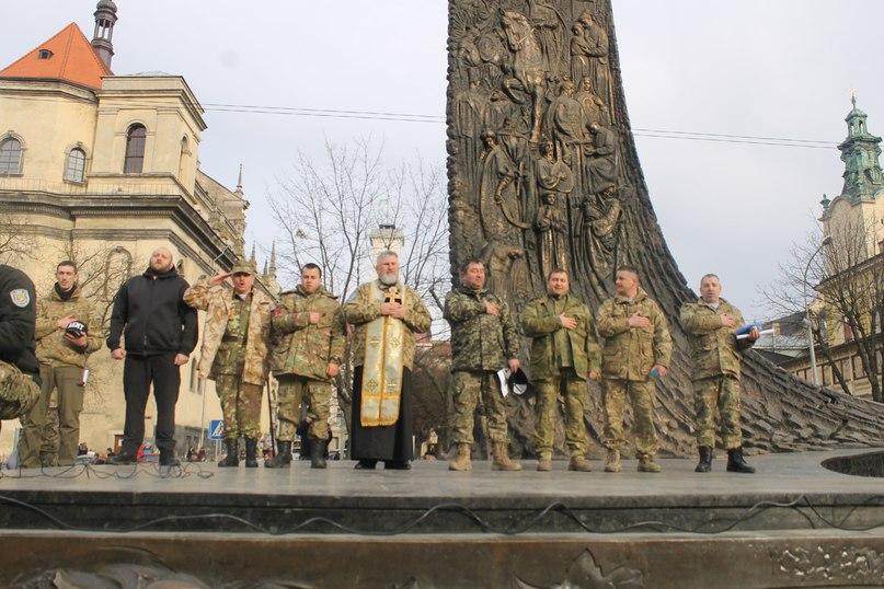 У Львові учасники АТО та волонтери вийшли на акцію проти політичних репресій (ФОТО)
