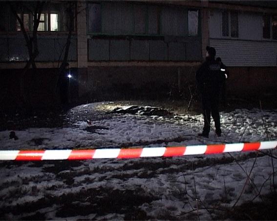 У Києві чоловік зарізав 12-річного племінника і викинув тіло з балкону (ФОТО 18+)