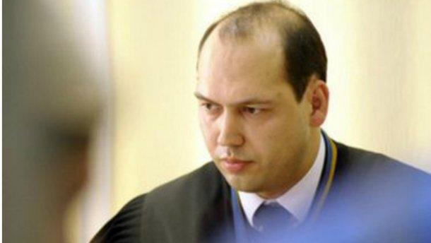 Скандального суддю поновили на посаді