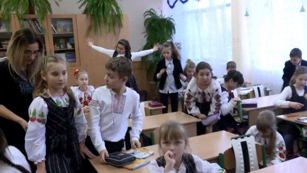 Учителя требуют у Порошенко достойных зарплат