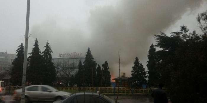 В Ужгороді пожежею охоплений перший поверх універмагу «Україна» (ВІДЕО)