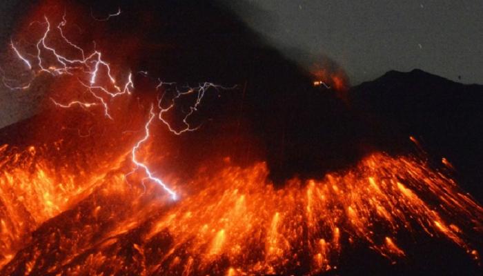 Неподалік АЕС в Японії відбулось виверження вулкана (ВІДЕО)