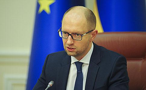 Яценюк виступає за продаж на відкритому аукціоні 1 млн га державної землі