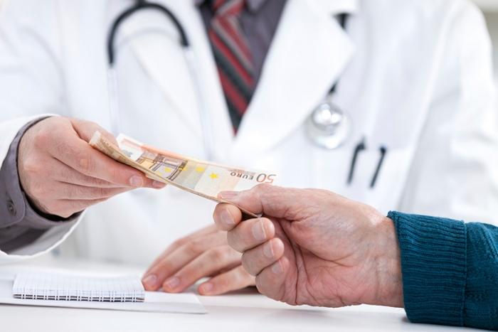 Николаевский психиатр вымогал у пациента 2,5 тысячи гривен