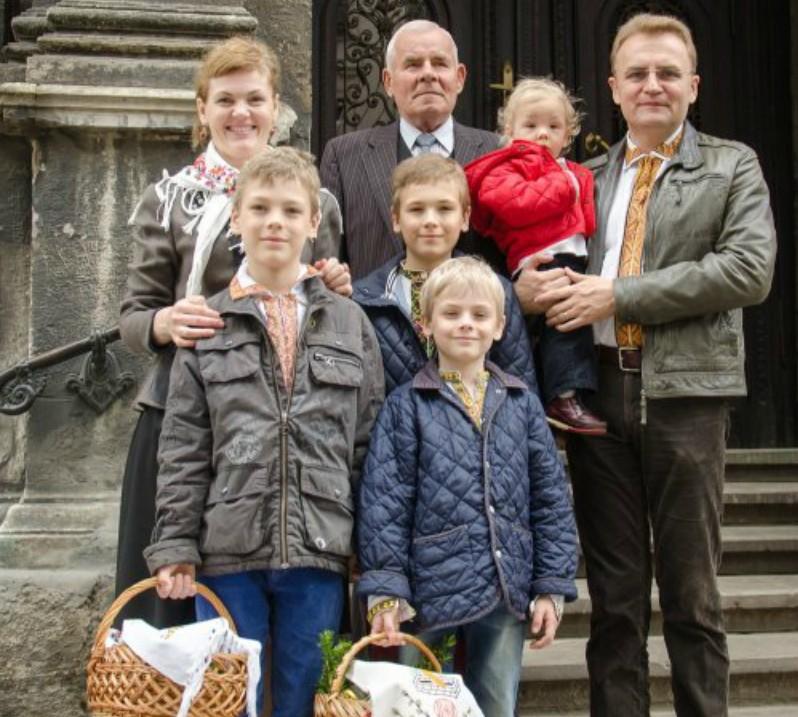 Батька мера Львова Андрія Садового відспівували 10 священиків (ВІДЕО)